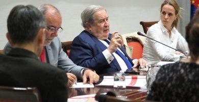 El diputado del Común, Jerónimo Saavedra, comparece ante la Comisión de Gobernación, Justicia, Igualdad y Diversidad del Parlamento. Sergio Méndez