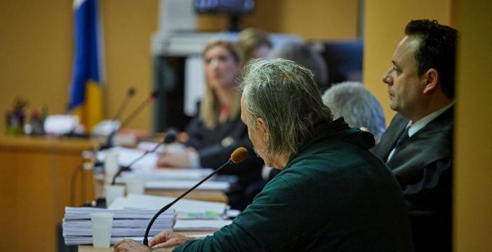 El otro acusado dice ahora que fue ella quien asesinó a Candito