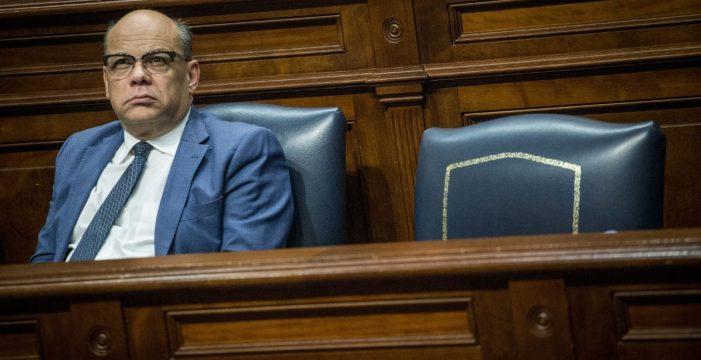 La futura ley de altos cargos atraviesa la puerta giratoria del Parlamento