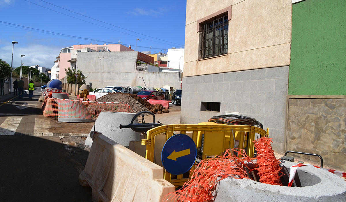 Trabajos de mejora de los pluviales en un punto del municipio lagunero. DA