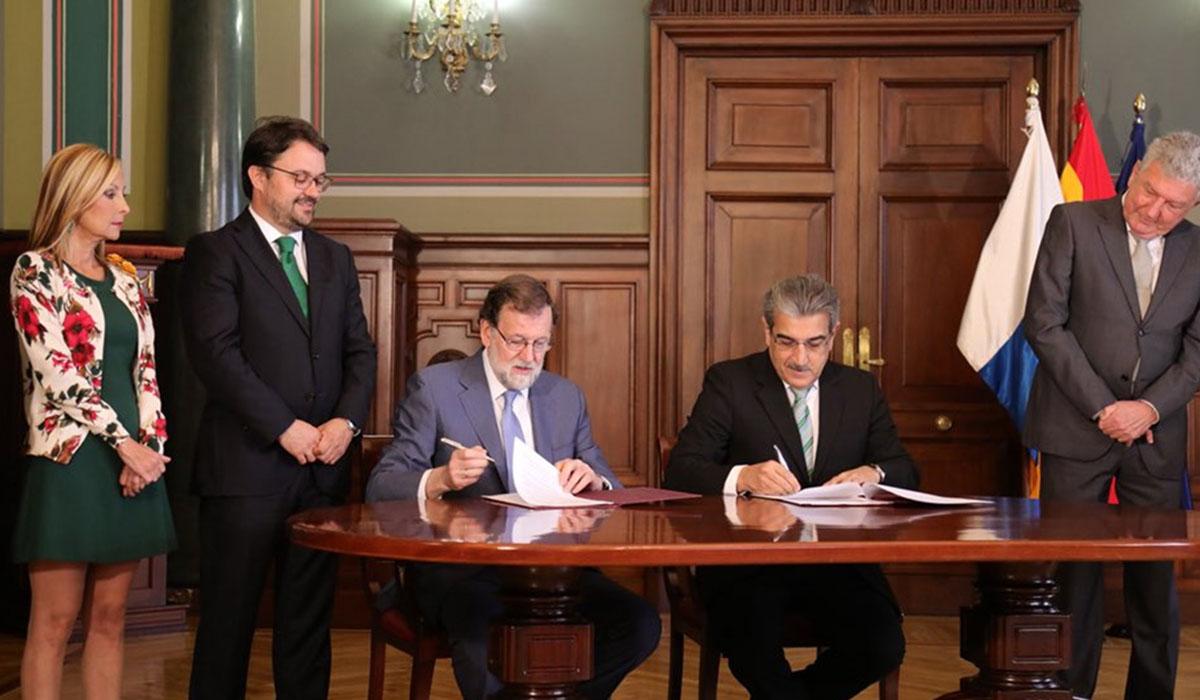 Mariano Rajoy y Román Rodríguez cerraron el acuerdo de los PGE para 2018 en Gran Canaria. DA