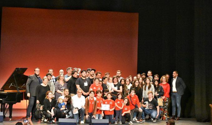 Aarón Gómez recibe la Estrella del Público del XIII Festivalito La Palma por su cortometraje Piña
