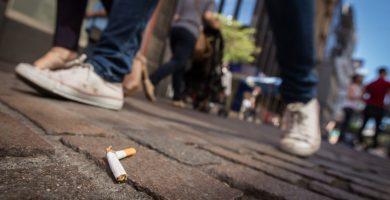 Se calcula que en las Islas una de cada cuatro personas es fumadora. A. G.