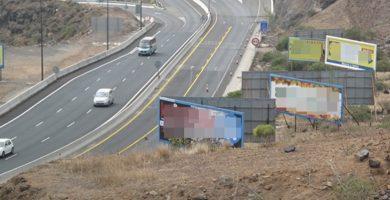 Vallas publicitarias en el sur de Tenerife. / DA
