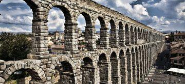 Una campaña pide derribar el Acueducto de Segovia y arden las redes