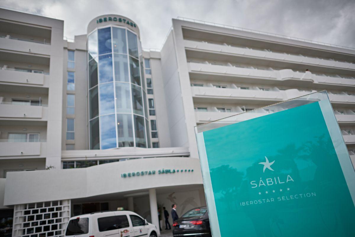 El Ibersotar Sábila recibe los primeros clientes tras su remodelación. A. Gutiérrez