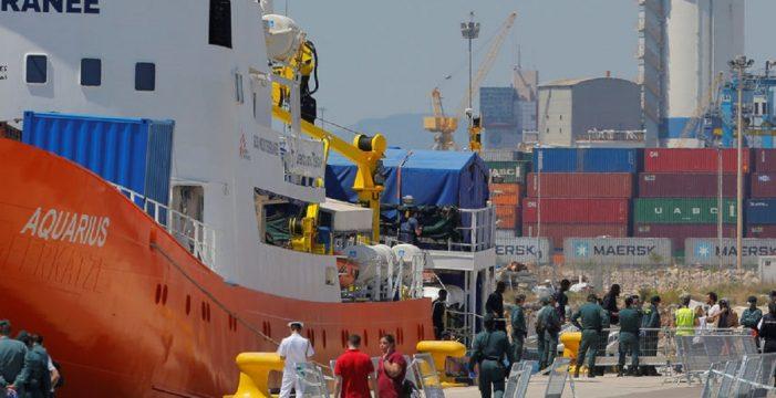 El Gobierno central no derivará refugiados del Aquarius a Canarias