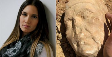 India Martínez y el busto que encontró. / EE