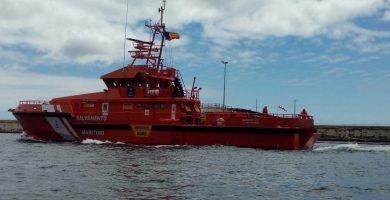 Salvamento rescata a 152 inmigrantes en un cayuco a 370 Km de Canarias