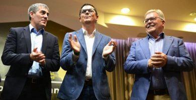 CC y Unidos por Gran Canaria, el partido de Bravo de Laguna (a la derecha, junto a Clavijo y Pablo Rodríguez) han llegado a un acuerdo electoral. EP