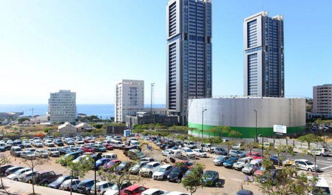 Santa Cruz prohibirá la actividad de los aparcacoches en sus calles