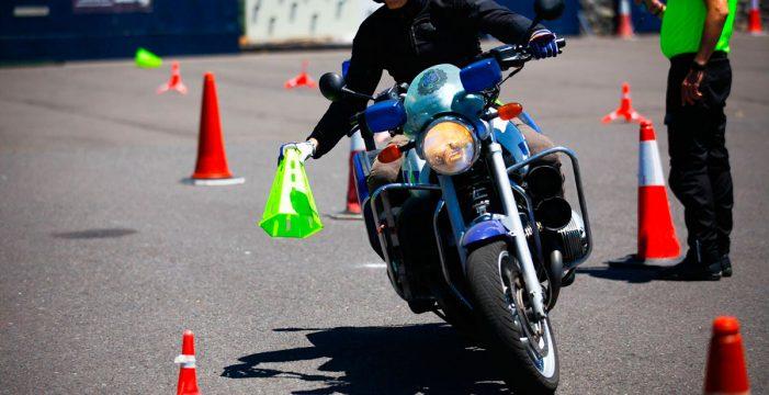 La Policía Local de Santa Cruz imparte un curso de conducción y seguridad de motos