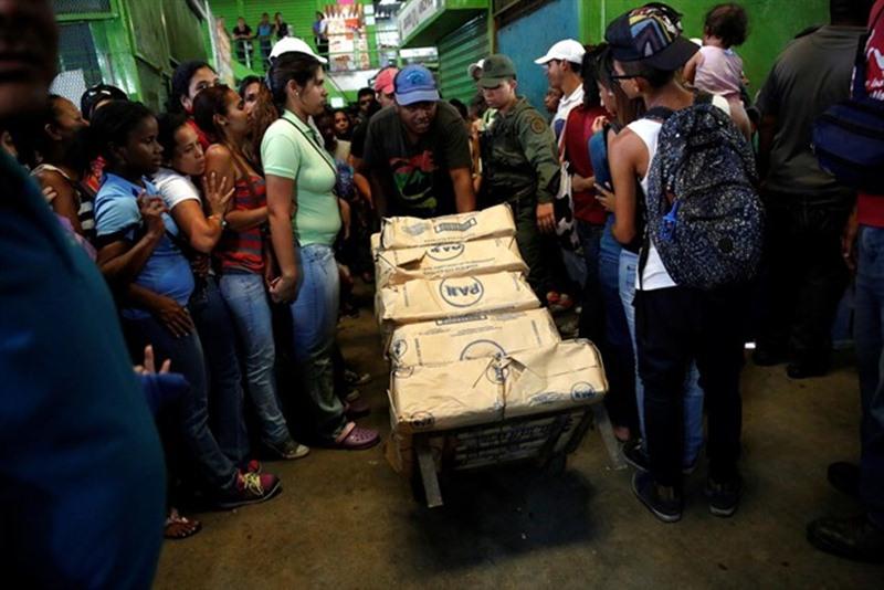 Reparto de alimentos en Venezuela. / EP
