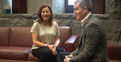 Clavijo y Armengol se reúnen el martes con Ábalos para analizar el retraso del descuento del 75%