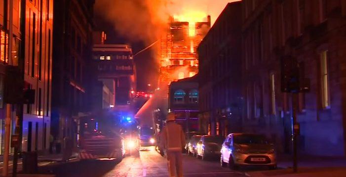 Descorazonador: arde por segunda vez en 4 años la Escuela de Arte de Glasgow