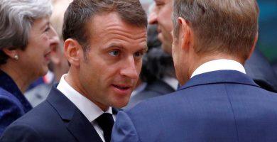 Macron habla con el presidente del Consejo Europeo, Donald Tusk. | EP