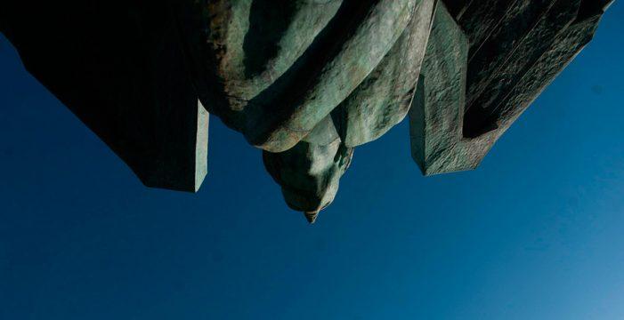 Santa Cruz busca cómo olvidar a Franco: del fondo del mar a un antimonumento
