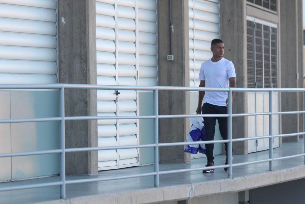 Bryan Acosta pasó en dos ocasiones por las oficinas del club. DA