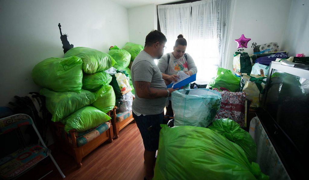 Tamara González ya tiene todo recogido para su eventual salida del piso que ocupa en Ofra, lanzamiento que ayer, durante unas horas, creyó que se podría paralizar. Fran Pallero
