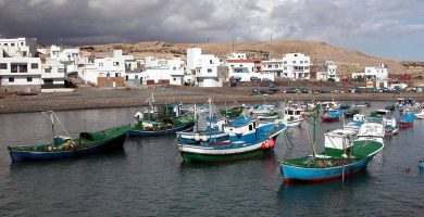 El núcleo de Tajao, en la costa de Arico, es uno de los más visitados en verano para comer pescado fresco. DA