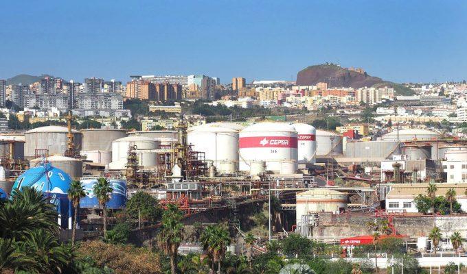 El PSOE plantea que los vecinos decidan el futuro de la Refinería