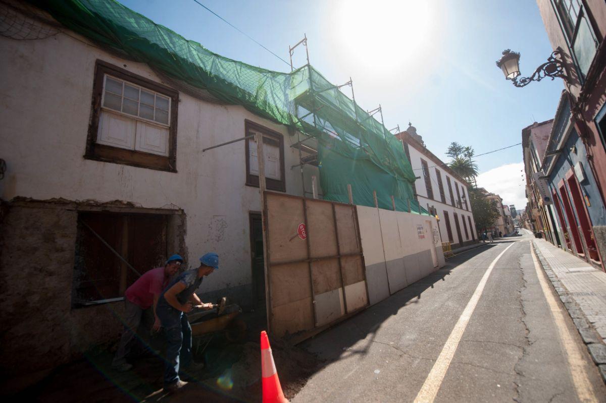 El museo se ubicará en esta antigua casa canaria en rehabilitación, anexa a las Casas Capitulares de la Diócesis de Tenerife, en La Laguna. Fran Pallero