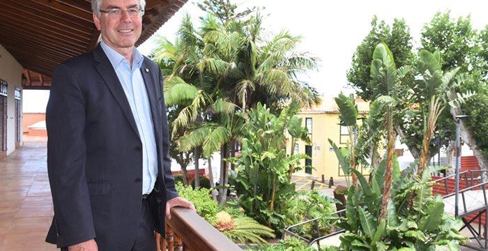 El alcalde quiere declarar la nulidad del convenio colectivo de los laborales