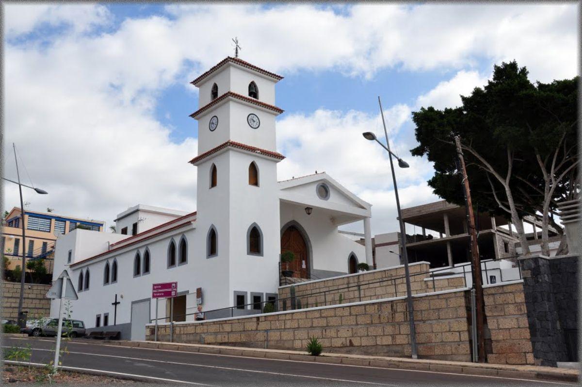Iglesia de sor María Madre del Divino Pastor en La Camella, municipio de Arona. DA