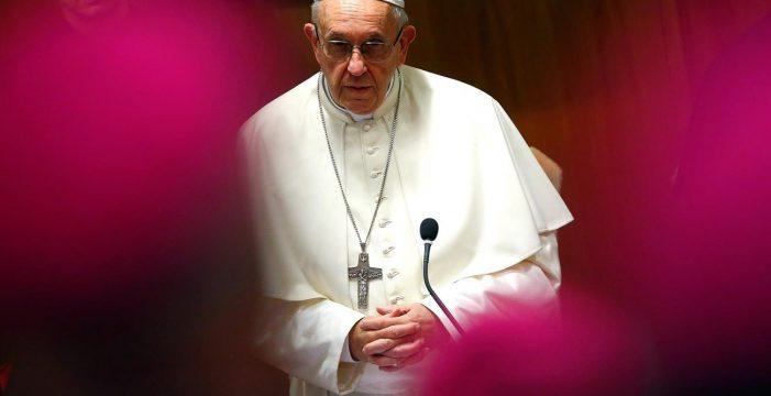 """El Papa dice que la homosexualidad """"parece que está de moda"""", pero """"no tiene cabida"""" entre sacerdotes y religiosos"""