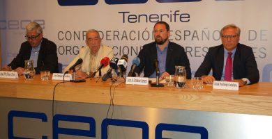 Imagen de los representantes del sector del rent a car ayer, durante la rueda de prensa. | J.L. Pérez