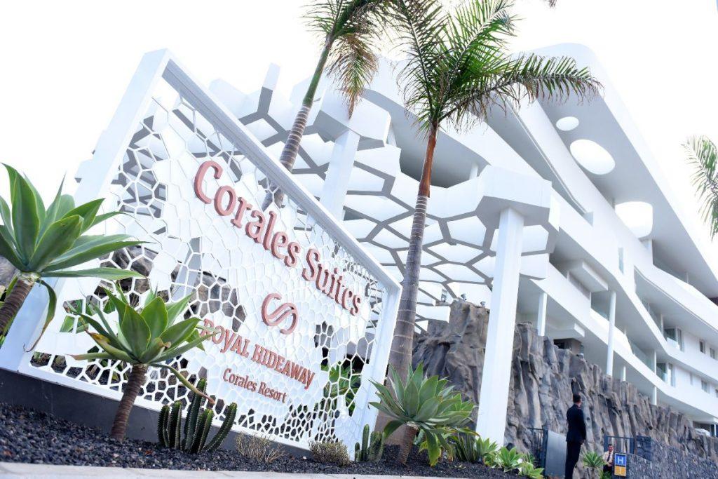 El nuevo hotel, diseñado por el arquitecto tinerfeño Leonardo Omar, abrió sus puertas el pasado 5 de febrero después de tres años de obras. Sergio Méndez