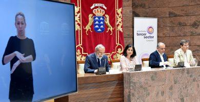 Presentación de la Plataforma del Tercer Sector, ayer en el Parlamento de Canarias. Sergio Méndez