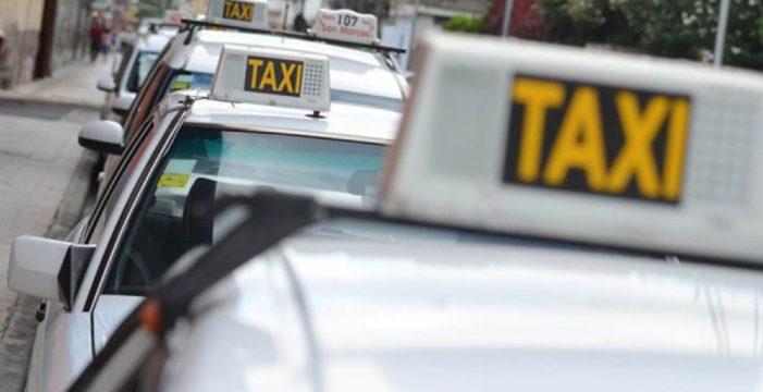 Los taxistas de Santa Cruz quieren saber si pueden pactar tarifa con clientes