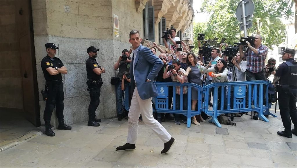 Iñaki Urdangarin a su llegada a la Audiencia Provincial de Palma . | EP