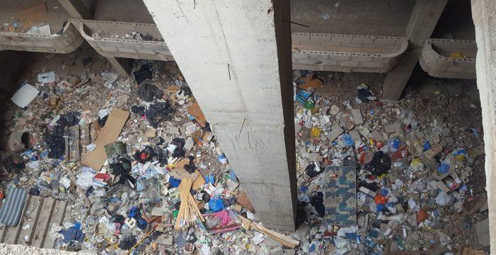 Un nido de sintechos y basura en Los Cristianos