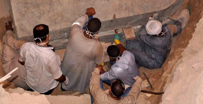 Abren un misterioso sarcófago gigante en Egipto y tienen que evacuar la sala por el hedor