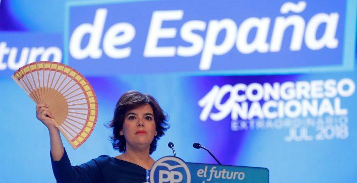 """Soraya pide no cambiar el voto de """"las bases"""" abanico de España en ristre"""
