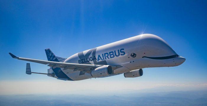 """El Airbus Beluga XL, """"la ballena del cielo"""", despega por primera vez en Toulouse"""