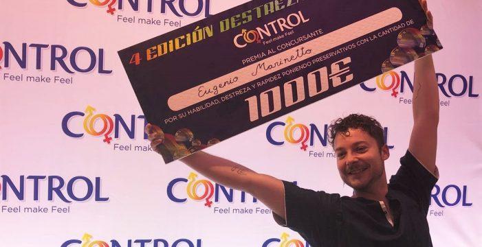 Eugenio Marinetto, campeón de España en poner preservativos: once en un minuto