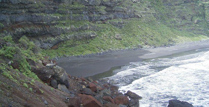 Ni arena blanca ni aguas cristalinas: la playa perfecta es volcánica y está en La Palma