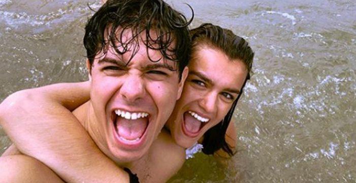 Alfred y Amaia continúan con su feliz relación y desconectan juntos en el playa