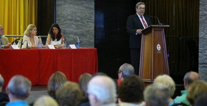 Los socios del Casino de Tenerife apoyan a su presidente en el conflicto policial