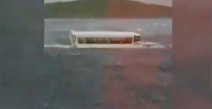 Once muertos tras hundirse un barco turístico en un lago de Missouri