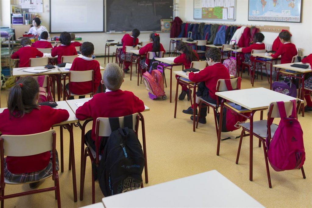 Canarias se encuentra entre las comunidades que más alumnos pierden.   EP
