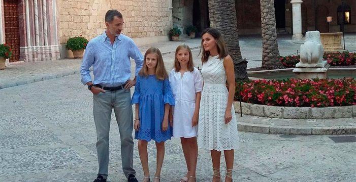 La Familia Real protagoniza el tradicional posado veraniego en el Palacio de La Almudaina