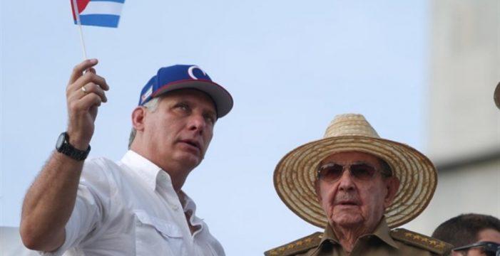 Cuba elimina la palabra comunismo de su Constitución