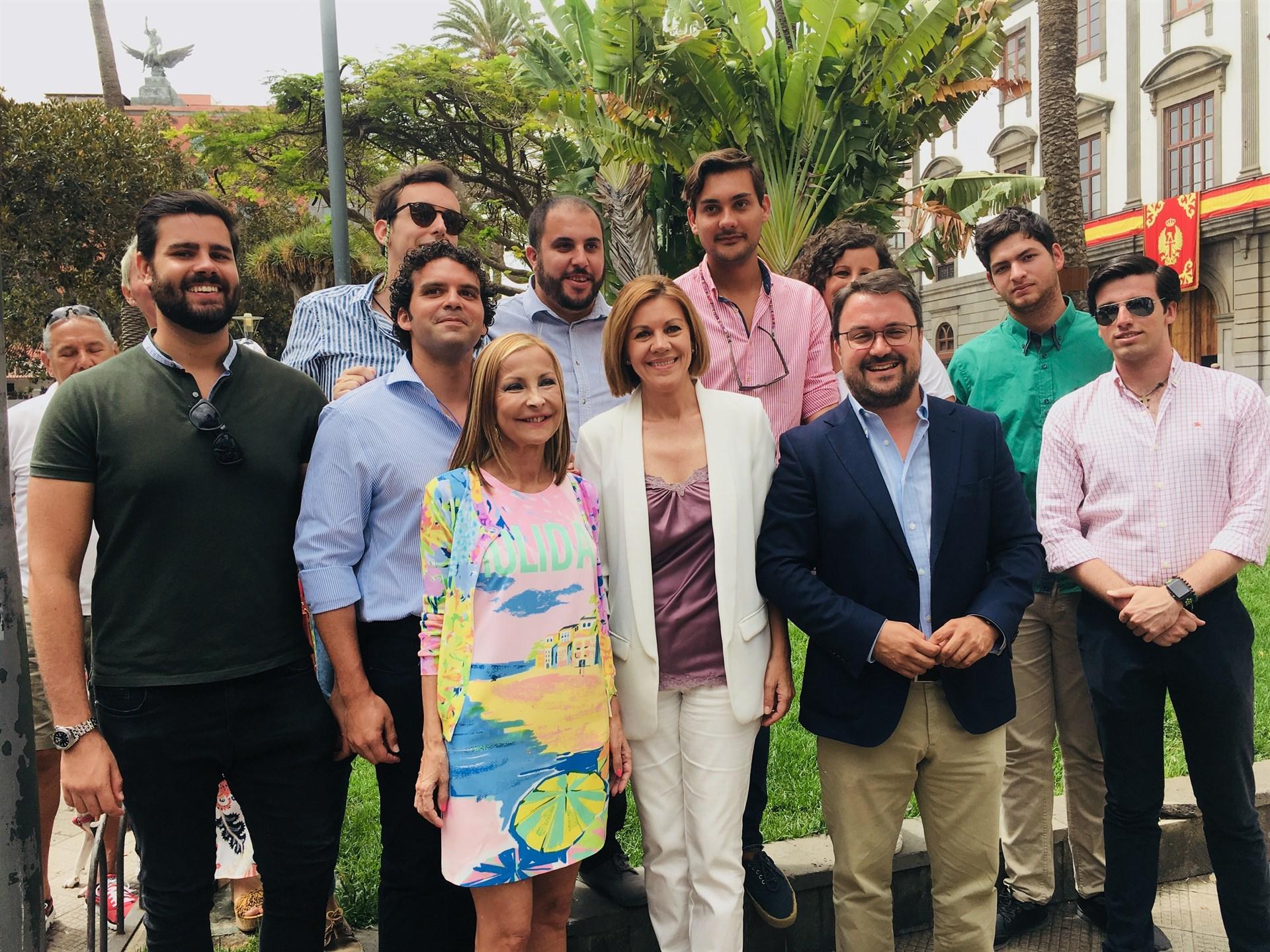 Cospedal, con Antona y Navarro en su visita a Gran Canaria. / EP