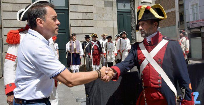 Santa Cruz recrea el desembarco británico y los combates en las calles