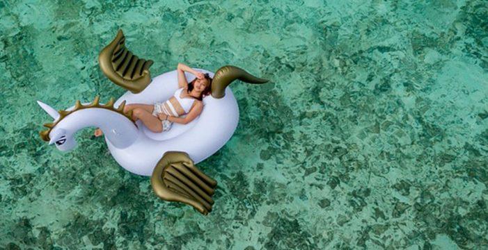 Alertan del peligro del flotador de unicornio en el mar