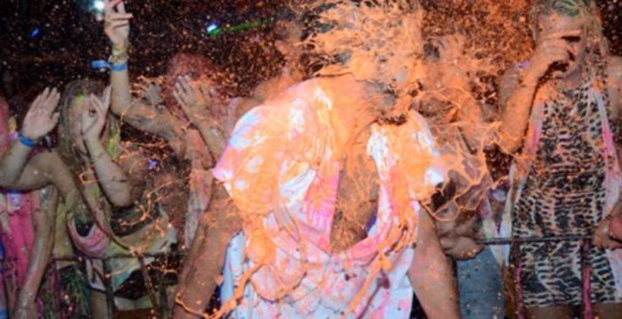 """Los ojos de un adolescente se """"parten en dos"""" tras dispararle pintura a la cara en una discoteca de Mallorca"""